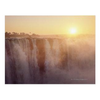 Carte Postale Le soleil se lève derrière le jet de Victoria