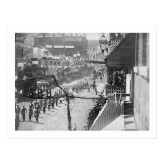 Carte Postale Les citoyens du bois mort célèbrent l'achèvement