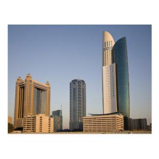 Carte Postale Les EAU, Dubaï. Tour et autre d'endroit de parc