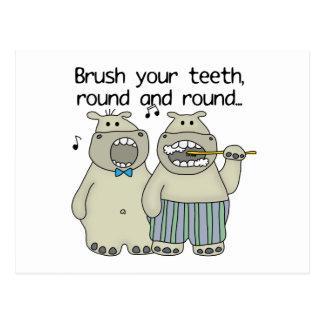 Carte Postale Les hippopotames se brossent les dents