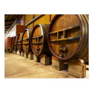 Carte Postale L'établissement vinicole de cave avec de grands