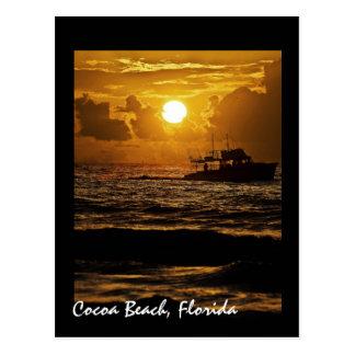Carte Postale Lever de soleil au-dessus de plage de cacao, la