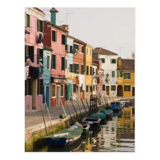 Carte Postale L'Italie, Burano. Maisons colorées de la ligne a