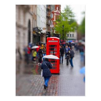 Carte Postale Londres typique - n'oubliez pas le parapluie