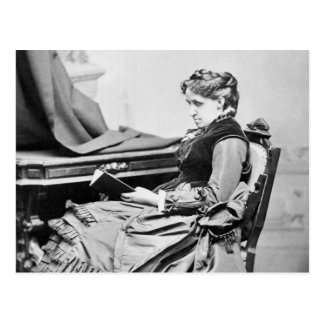 Carte Postale Louisa peut photographie de lecture d'Alcott
