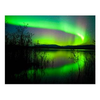 Carte Postale Lumières du nord reflétées sur le lac