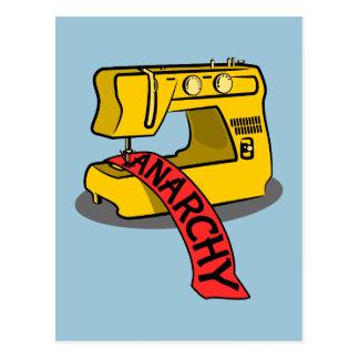 Carte Postale Machine à coudre jaune d'anarchie