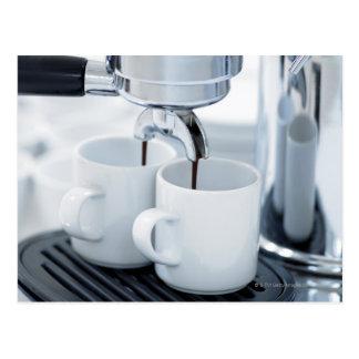 Carte Postale Machine de café express faisant le café