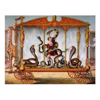 Carte Postale Manipulateur vintage de serpent de cirque