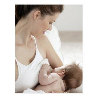 Carte Postale Mère allaitant le bébé 2