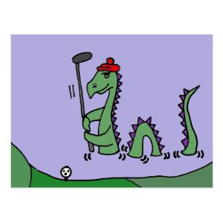 Carte Postale Monstre drôle de Loch Ness jouant au golf