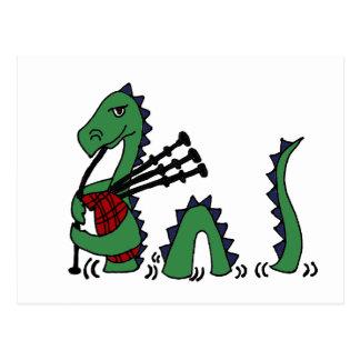 Carte Postale Monstre drôle de Loch Ness jouant des cornemuses