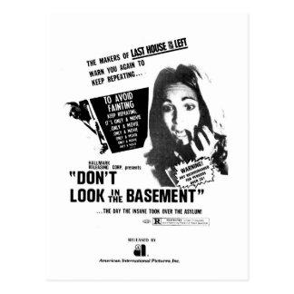 Carte Postale Ne regardez pas dans le sous-sol