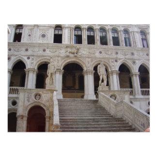 Carte Postale Neptune et statues de Mars, cour des doges Palac