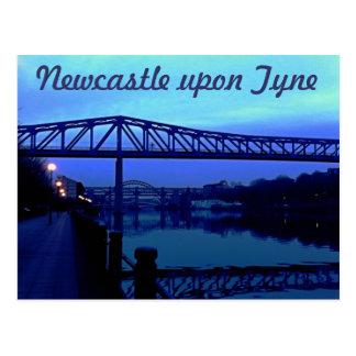 Carte Postale Newcastle sur le bleu de Tyne jette un pont sur la