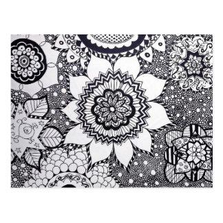Carte postale noire et blanche de mandala de fleur
