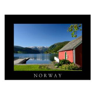 Carte postale noire norvégienne de fjord et de