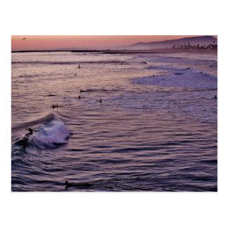 Carte Postale Oceanside. surfant de coucher du soleil
