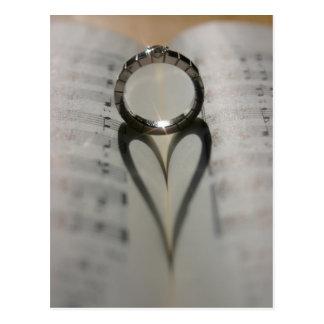 Carte Postale Ombre de coeur d'anneau de mariage