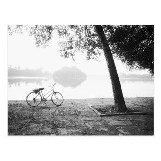 Carte Postale Parc de Hanoï Vietnam, de bicyclette et de Lénine