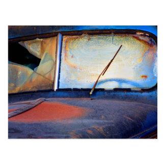 Carte Postale Pare-brise d'un vieux camion rouillé