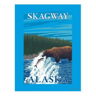 Carte Postale Pêche d'ours en rivière - Skagway, Alaska