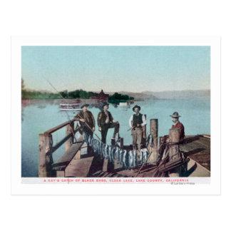Carte Postale Pêcheurs montrant le crochet du jour