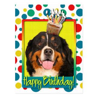 Carte Postale Petit gâteau d'anniversaire - chien de montagne de