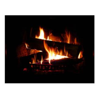 Carte Postale Photographie chaude de scène d'hiver de cheminée