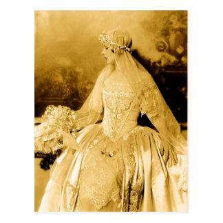 Carte Postale Photographie vintage d'or de jeune mariée