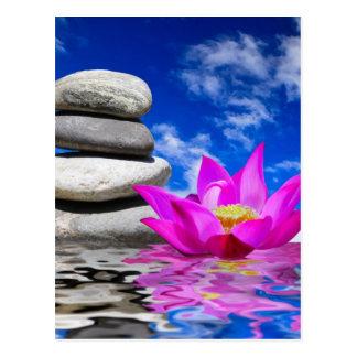 Carte Postale Pierres de roche de thérapie et fleur de Lotus