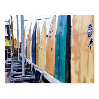 Carte Postale Planches de surf vintages sur la plage de Montauk