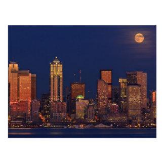 Carte Postale Pleine lune se levant au-dessus de l'horizon du
