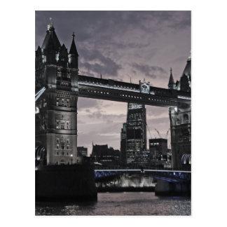 Carte Postale Pont noir et blanc Londres la Tamise de tour