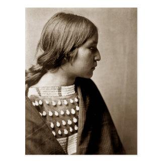 Carte Postale Portrait indien indigène de fille d'Arikara