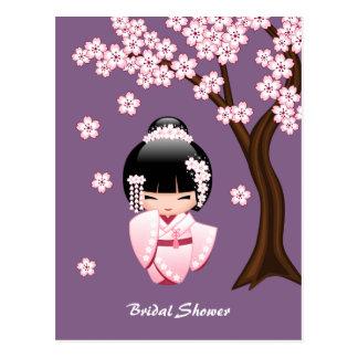 Carte Postale Poupée blanche de Kokeshi de kimono - douche