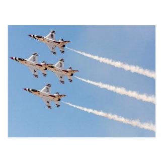 Carte Postale Quatre Thunderbirds F-16 volent dans la formation
