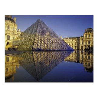 Carte Postale Réflexion de la FRANCE, Paris, pyramide. Le Louvre