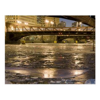 Carte Postale Regard en bas de la rivière Chicago congelée