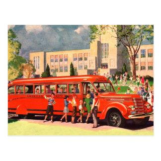 Carte Postale Rétro autobus scolaire vintage de rouge d'enfant