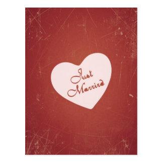 Carte Postale Rétro style vintage juste marié sur le rouge