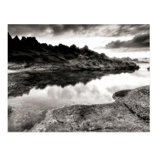Carte Postale Rivière noire et blanche par la roche