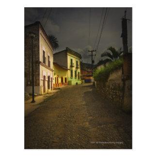 Carte Postale Route de pavé rond et bâtiments jaunes au Mexique