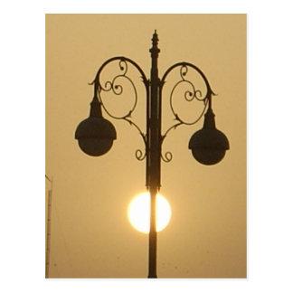 Carte Postale Rue victorienne vintage light.png de coucher du