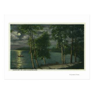 Carte Postale Scène éclairée par la lune sur le lac