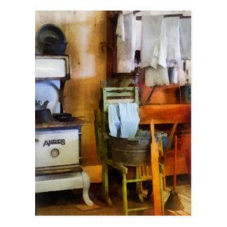 Carte Postale Séchage de blanchisserie dans la cuisine