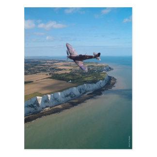 Carte Postale Spitfire au-dessus de la côte anglaise