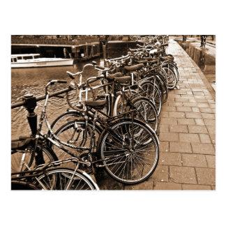Carte Postale Stationnement de vélo -- SÉPIA d'Amsterdam en