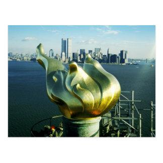 Carte Postale Statue de la flamme de liberté et de l'horizon de