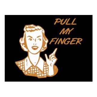 Carte Postale Tirez ma rétro orange de femme au foyer de doigt